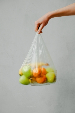 fruits-in-a-plastic-bag-3645504.jpg